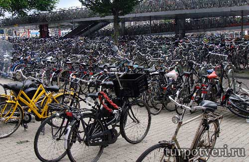 Амстердам город велосипедов