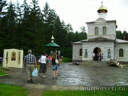 Храм часовня в Оковцах
