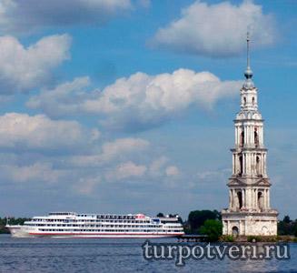 Плавающая колокольня Никольского собора в Калязине