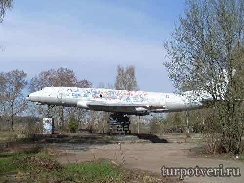 Памятник в Кимрах Ту-124