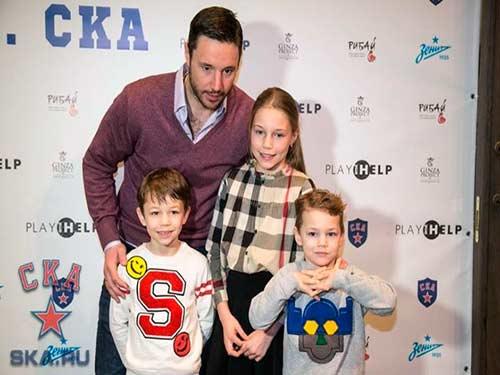 Ковальчук с детьми