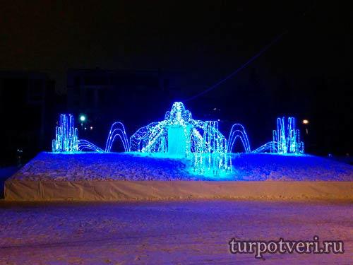 Новогодний фонтан у цирка в Твери