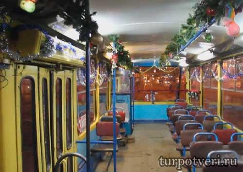 В Твери курсирует новогодний трамвай