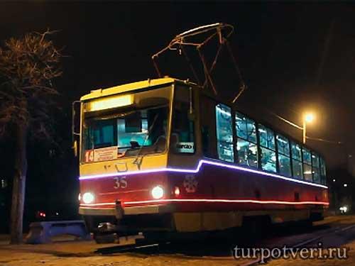 Новогодний трамвай в Твери