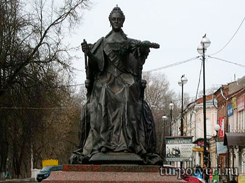 Памятник Екатерине II в Вышнем Волочке