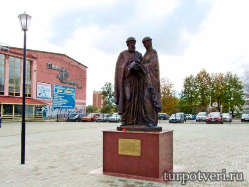 Памятник Петру и Февронии в Конаково