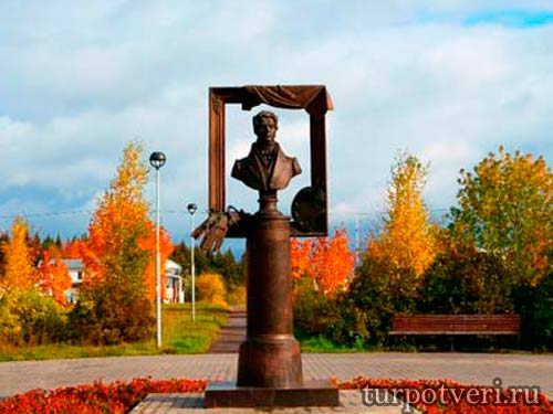 Памятник Венецианову в Удомле