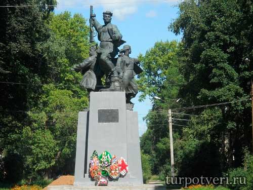 Памятник партизанам в Осташкове