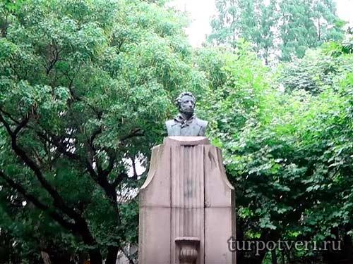Памятник А.С. Пушкину в Шанхае