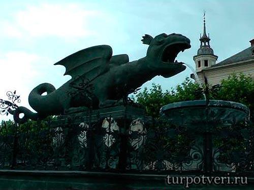 Фонтан в виде Дракона
