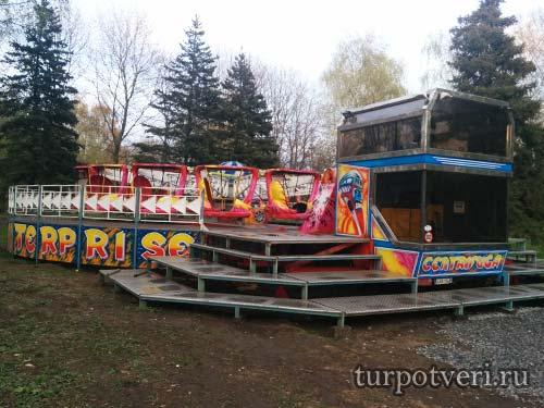 Аттракцион карусель в Парке Победы в Твери