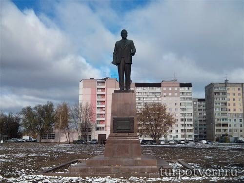 Памятник Михаилу Ивановичу Калинину на Пролетарке
